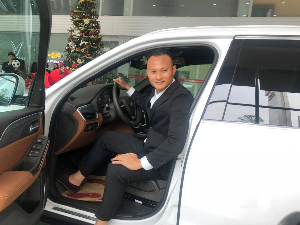 Cầu thủ khoẻ nhất ĐT Việt Nam tậu xe VinFast LUX SA2.0 - Ảnh 1.