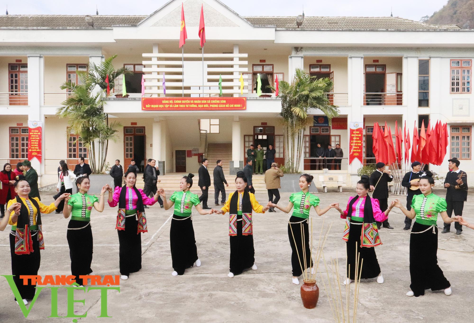 Sơn La có xã đầu tiên đạt chuẩn nông thôn mới nâng cao - Ảnh 3.