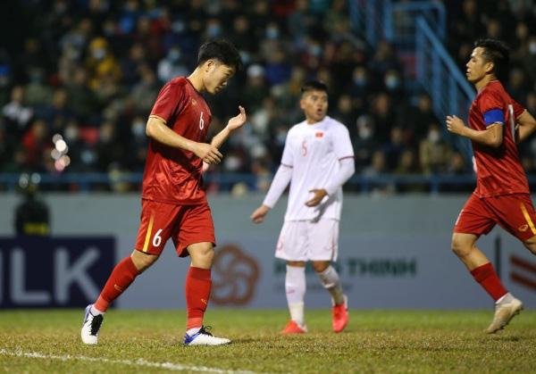 Đội tuyển Việt Nam ngược dòng hạ U22 Việt Nam - Ảnh 1.