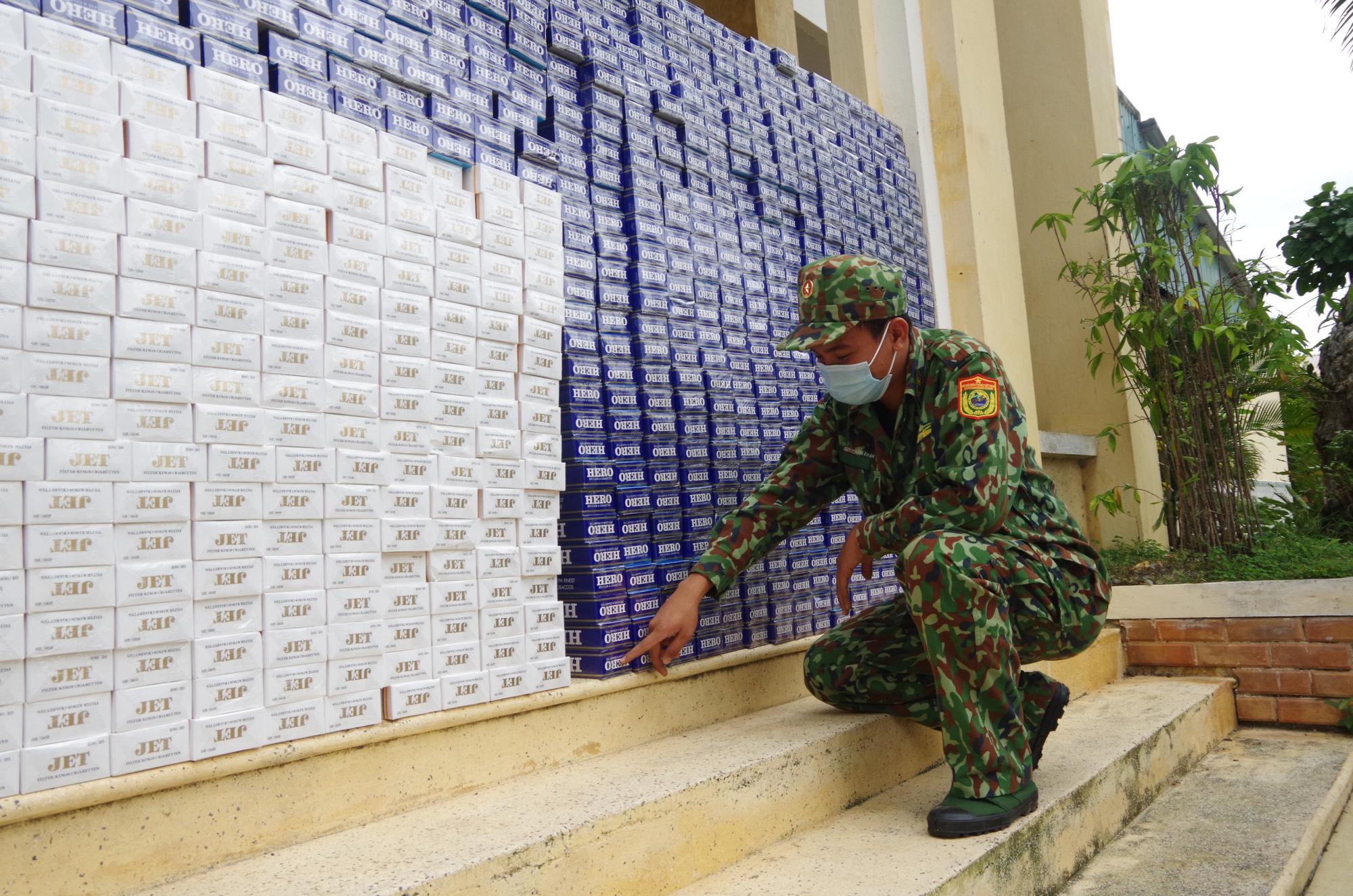 Kiên Giang: Bộ đội biên phòng bắt giữ gần 12.000 gói thuốc lá nhập lậu - Ảnh 1.