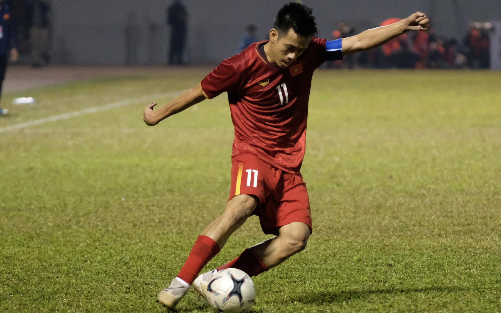 Ảnh, clip: Văn Quyết ghi bàn, đội tuyển Việt Nam thắng ngược U22 Việt Nam sát nút