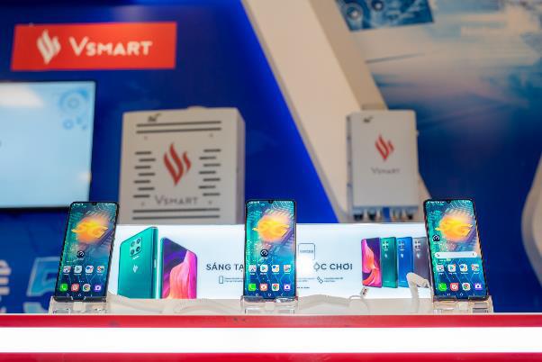 """Người dùng háo hức trải nghiệm điện thoại Vsmart 5G """"Make in Vietnam"""" - Ảnh 2."""