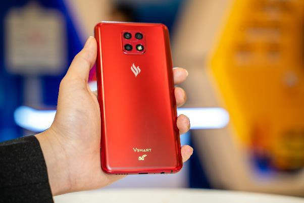 """Người dùng háo hức trải nghiệm điện thoại Vsmart 5G """"Make in Vietnam"""" - Ảnh 3."""