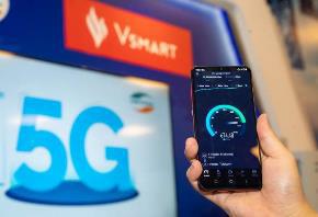 """Người dùng háo hức trải nghiệm điện thoại Vsmart 5G """"Make in Vietnam"""" - Ảnh 4."""