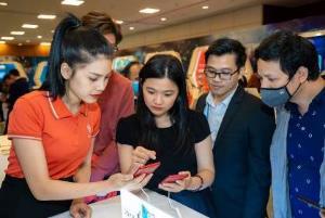 """Người dùng háo hức trải nghiệm điện thoại Vsmart 5G """"Make in Vietnam"""" - Ảnh 5."""