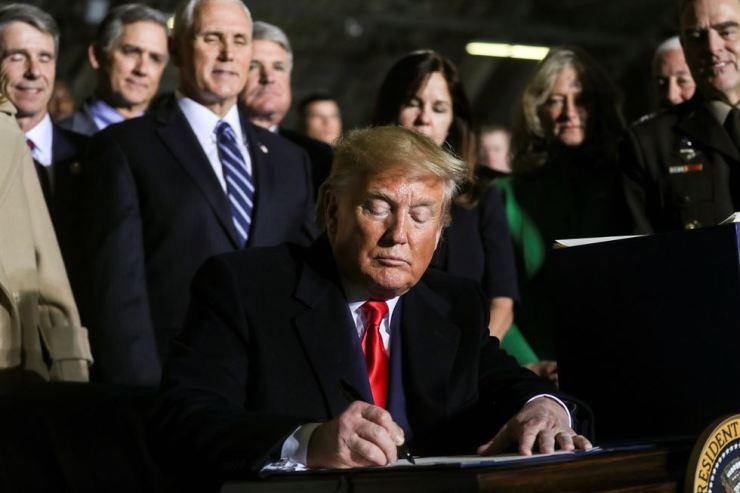 """Trump quyết giáng """"đòn chí mạng"""" vào dự án """"Dòng chảy phương Bắc-2"""" - Ảnh 1."""