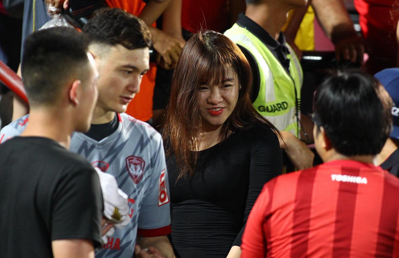 """Bạn gái """"hot girl"""" mang tin vui đến cho thủ môn Đặng Văn Lâm - Ảnh 2."""