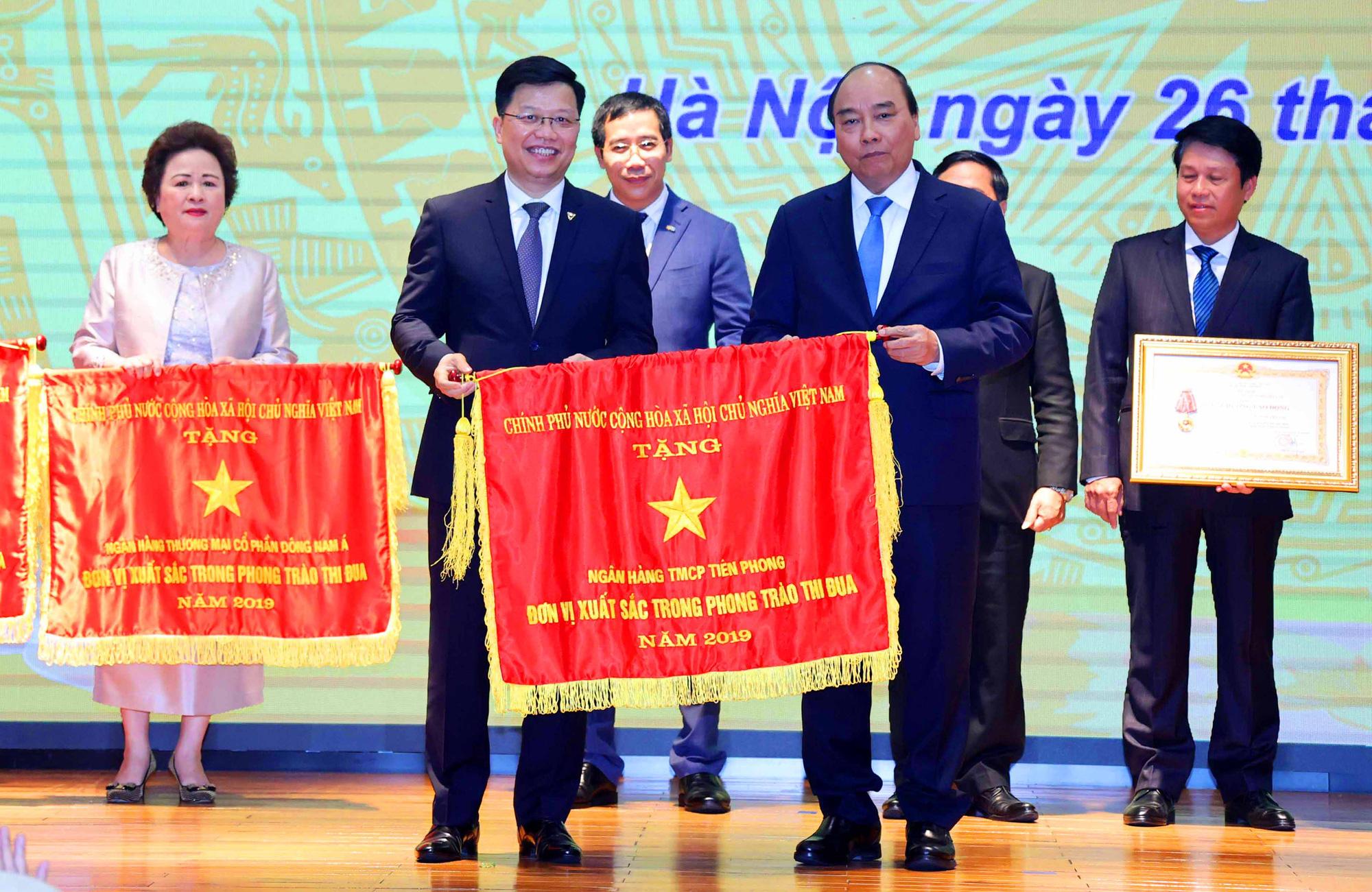 TPBank vinh dự đón nhận cờ thi đua của Chính phủ - Ảnh 1.