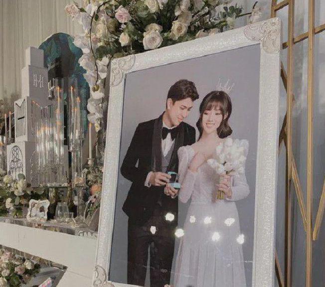 Những đám cưới đình đám, gây sốt dư luận trong năm 2020 - Ảnh 1.