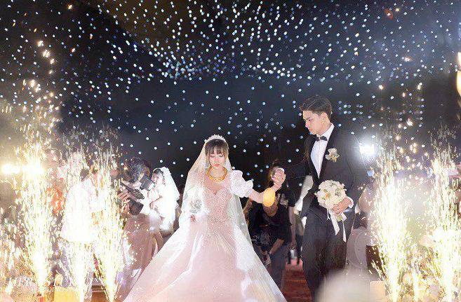 Những đám cưới đình đám, gây sốt dư luận trong năm 2020 - Ảnh 3.