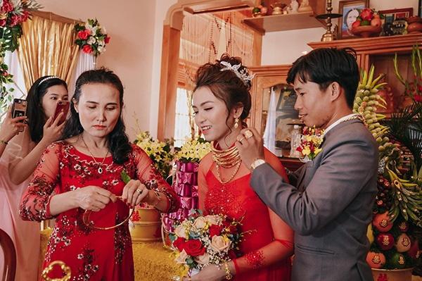 Những đám cưới đình đám, gây sốt dư luận trong năm 2020 - Ảnh 5.