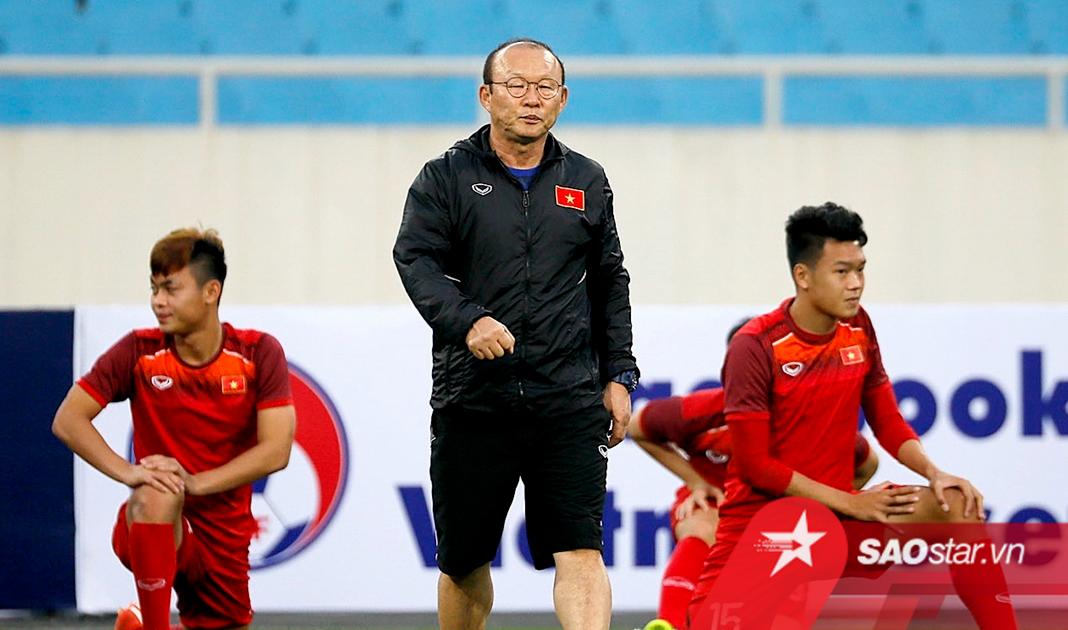 Tin dùng cầu thủ hết thời: Cách làm mới ĐT Việt Nam của thầy Park?