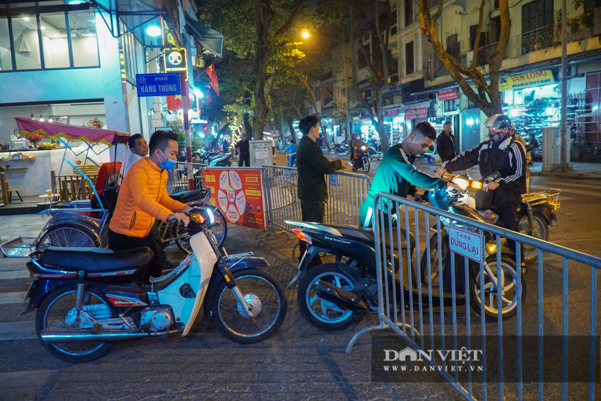 Dân phố cổ cảm thấy bất tiện khi Hà Nội mở rộng thêm 8 tuyến phố đi bộ - Ảnh 1.
