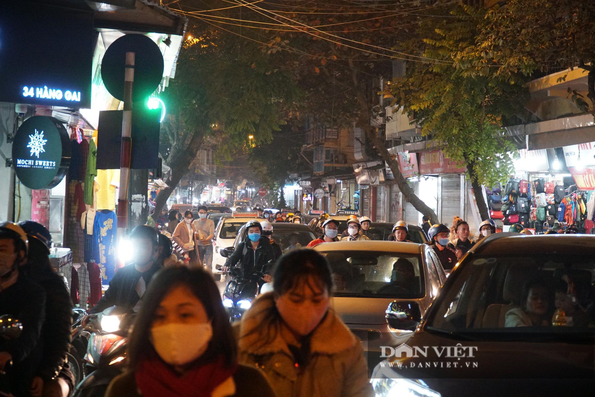 Dân phố cổ cảm thấy bất tiện khi Hà Nội mở rộng thêm 8 tuyến phố đi bộ - Ảnh 11.