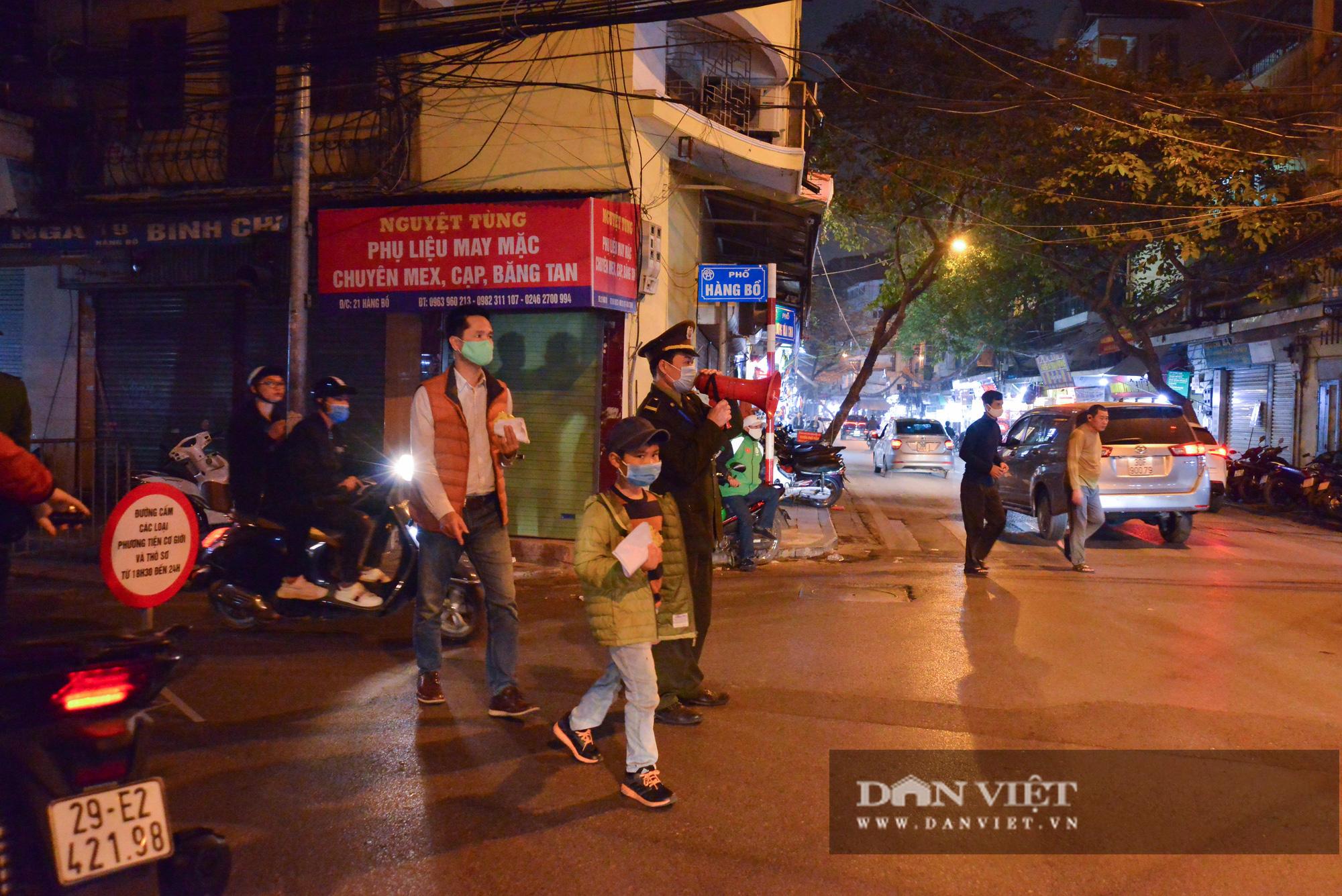 Dân phố cổ cảm thấy bất tiện khi Hà Nội mở rộng thêm 8 tuyến phố đi bộ - Ảnh 3.