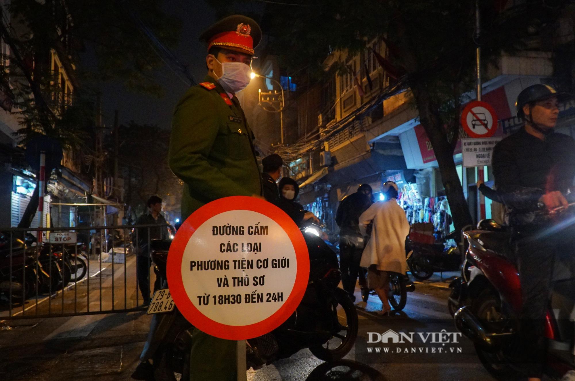 Dân phố cổ cảm thấy bất tiện khi Hà Nội mở rộng thêm 8 tuyến phố đi bộ - Ảnh 4.