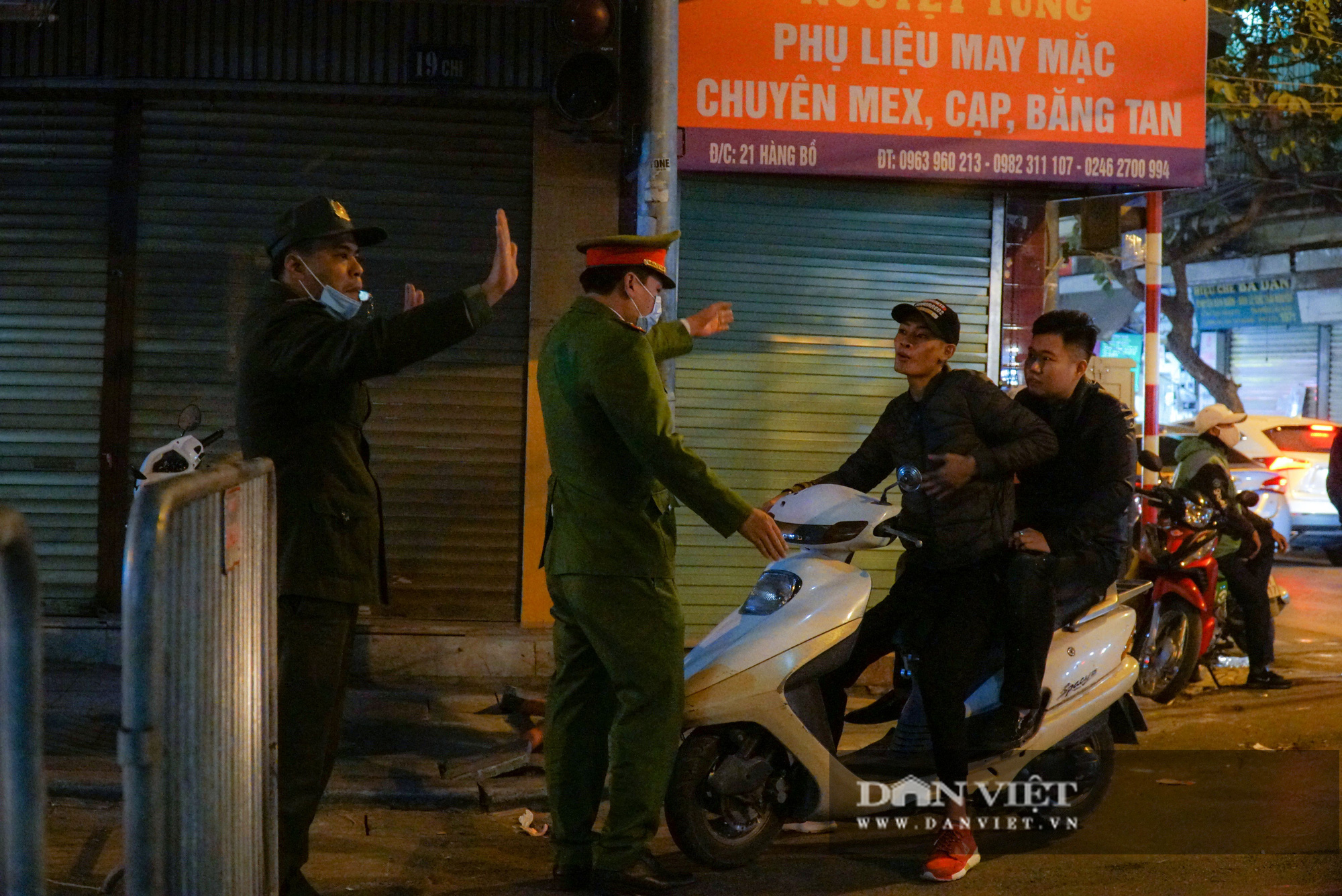 Dân phố cổ cảm thấy bất tiện khi Hà Nội mở rộng thêm 8 tuyến phố đi bộ - Ảnh 7.