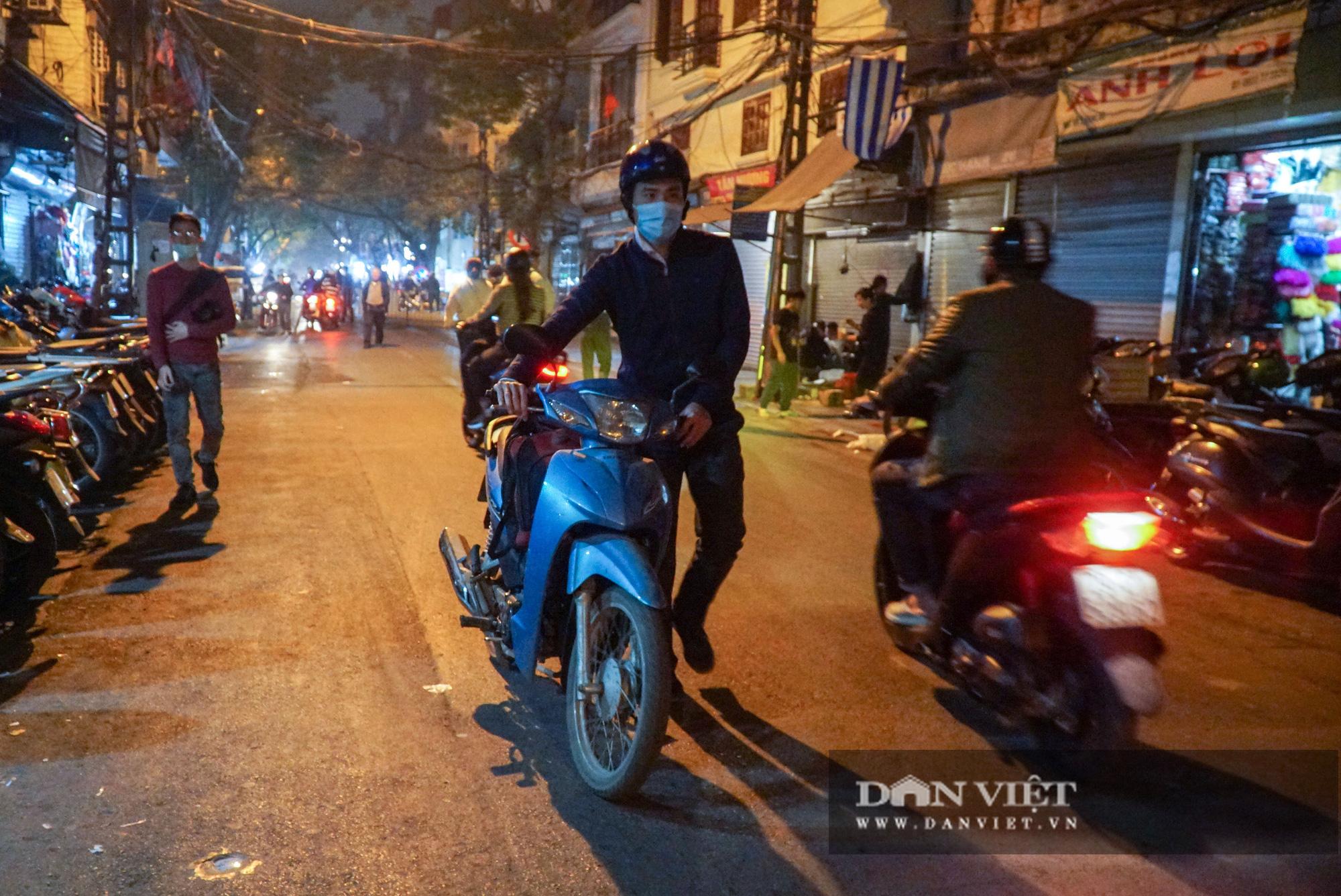 Dân phố cổ cảm thấy bất tiện khi Hà Nội mở rộng thêm 8 tuyến phố đi bộ - Ảnh 9.
