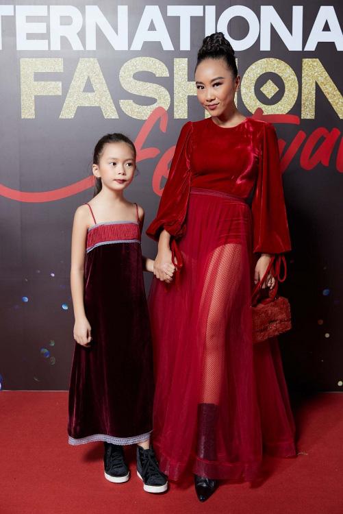 """""""Vietnam International Fashion Festival 2020"""": Những siêu mẫu vang bóng một thời chứng tỏ đẳng cấp - Ảnh 2."""