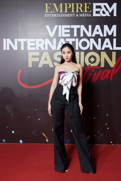 """""""Vietnam International Fashion Festival 2020"""": Những siêu mẫu vang bóng một thời chứng tỏ đẳng cấp - Ảnh 5."""