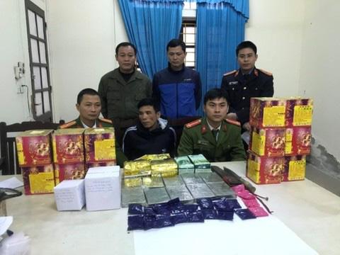 Mật phục bắt giữ hai anh em họ cùng 11 bánh heroin, dùng dao chống trả lực lượng chức năng - Ảnh 2.
