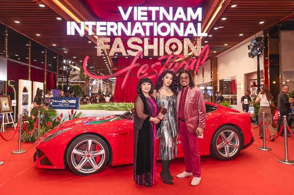 """""""Vietnam International Fashion Festival 2020"""": Những siêu mẫu vang bóng một thời chứng tỏ đẳng cấp - Ảnh 17."""