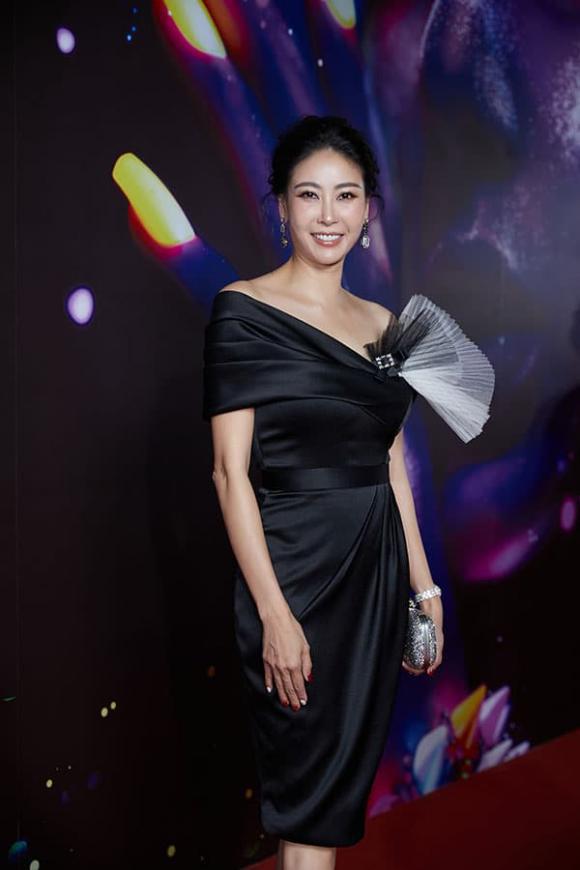 """""""Vietnam International Fashion Festival 2020"""": Những siêu mẫu vang bóng một thời chứng tỏ đẳng cấp - Ảnh 9."""