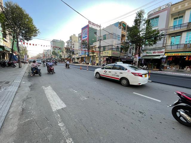 Quảng Ngãi: Thảm nhựa chồng cho đường nội thành đang đẹp để tăng tuổi thọ sử dụng (?)  - Ảnh 2.