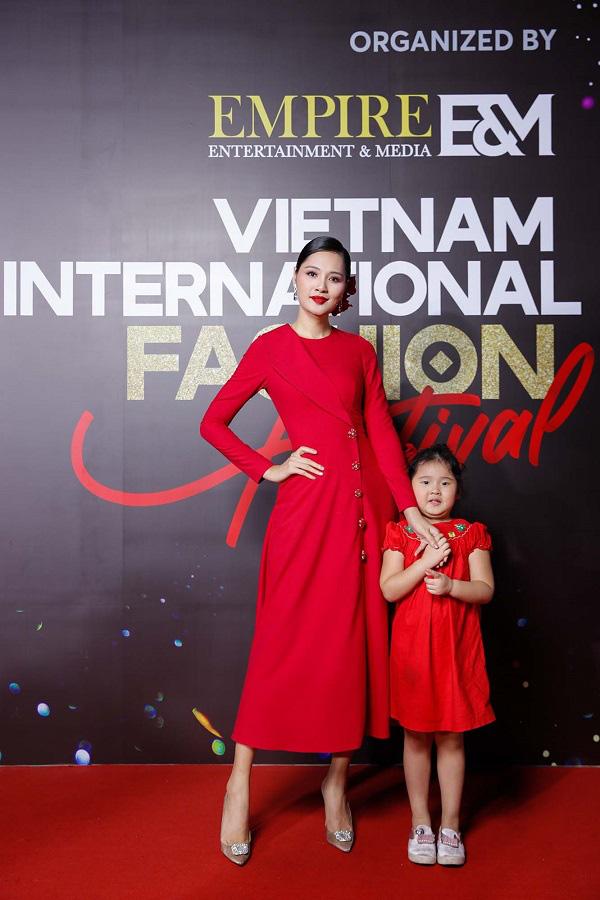 """""""Vietnam International Fashion Festival 2020"""": Những siêu mẫu vang bóng một thời chứng tỏ đẳng cấp - Ảnh 16."""