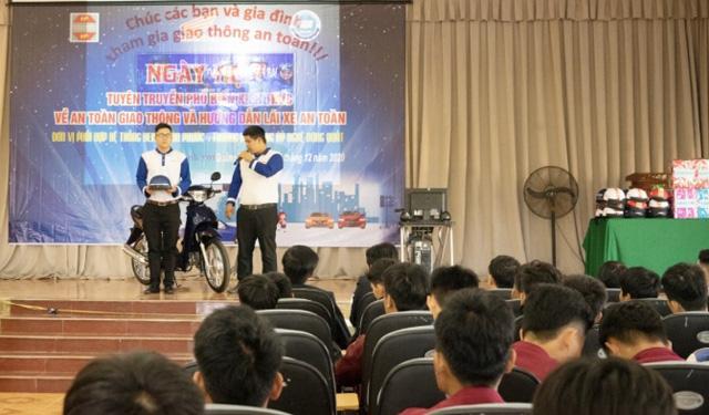 Quảng Ngãi: Sinh viên trường Cao đẳng Kỹ nghệ Dung Quất với ngày hội lái xe an toàn  - Ảnh 1.