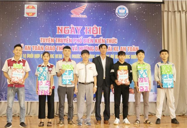 Quảng Ngãi: Sinh viên trường Cao đẳng Kỹ nghệ Dung Quất với ngày hội lái xe an toàn  - Ảnh 5.