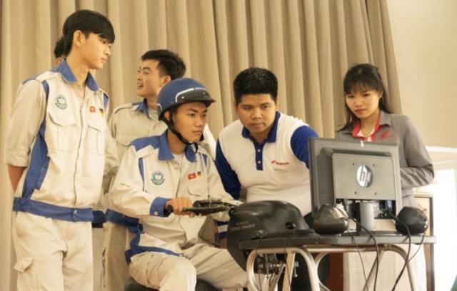 Quảng Ngãi: Sinh viên trường Cao đẳng Kỹ nghệ Dung Quất với ngày hội lái xe an toàn  - Ảnh 3.