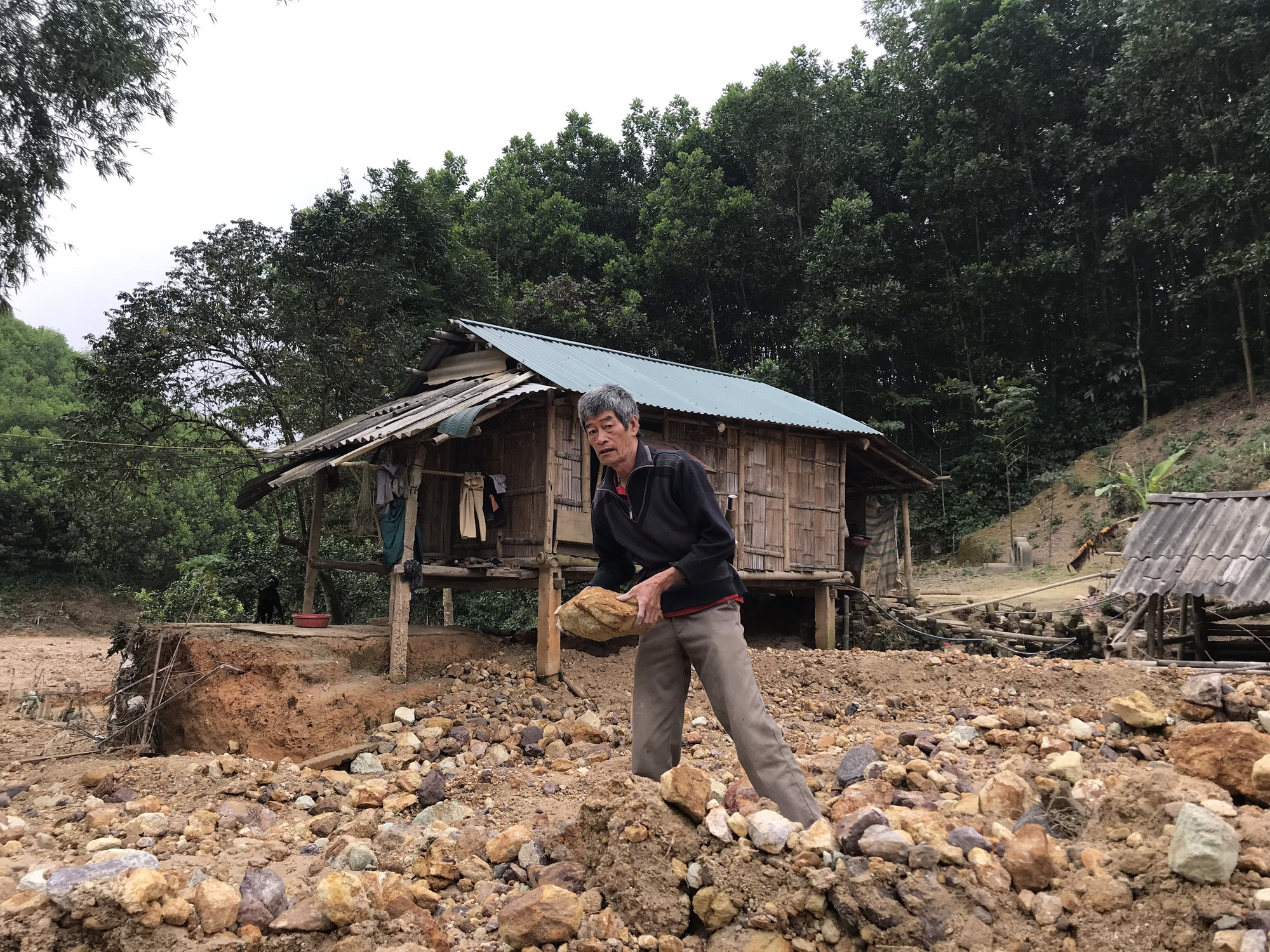 Cận cảnh sự cố vỡ kênh Bắc sông Chu - Nam sông Mã ở Thanh Hóa - Ảnh 6.