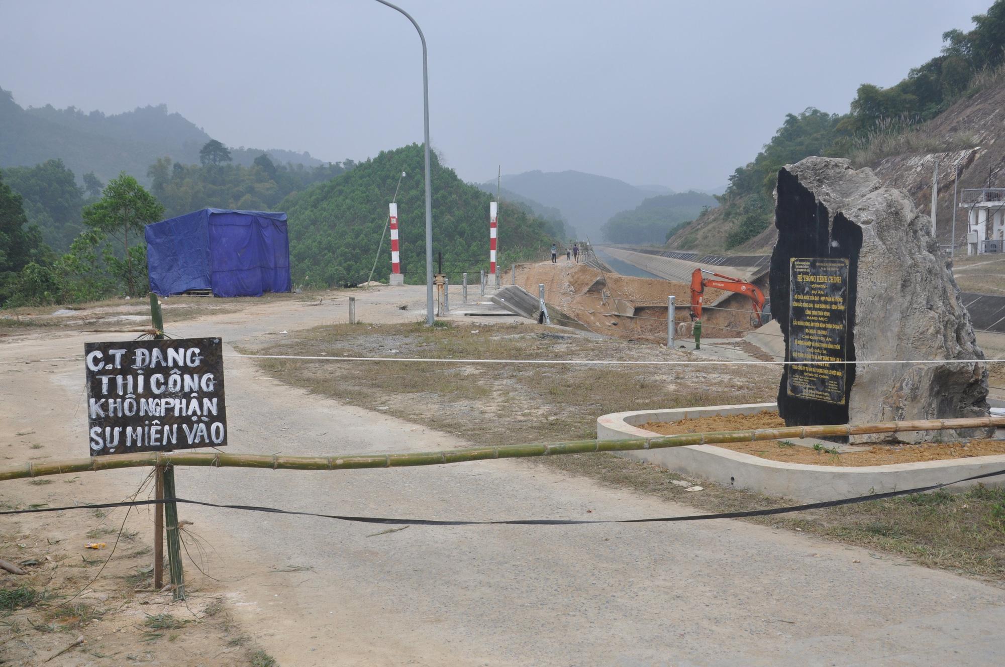 Cận cảnh sự cố vỡ kênh Bắc sông Chu - Nam sông Mã ở Thanh Hóa - Ảnh 10.