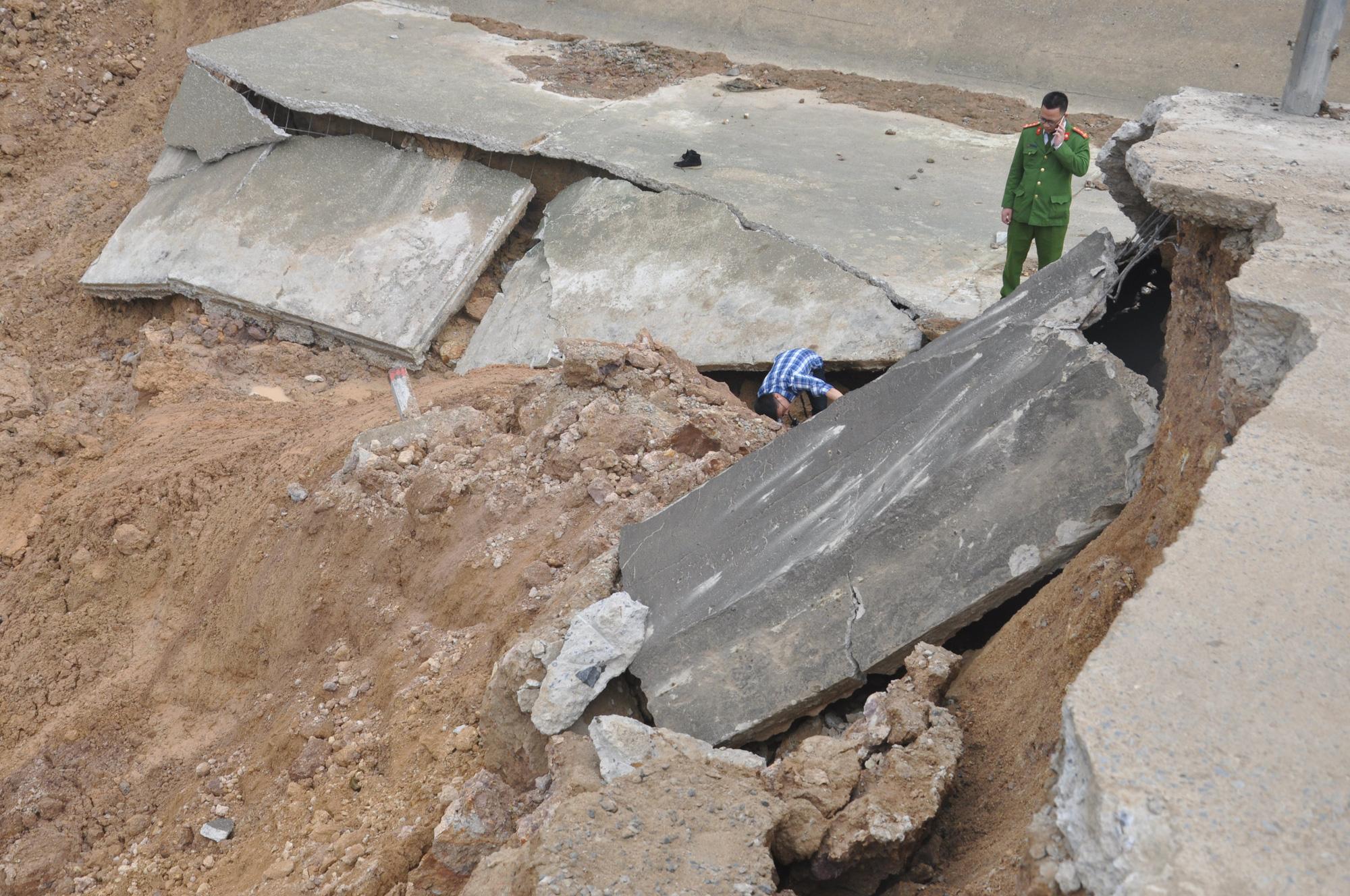 Cận cảnh sự cố vỡ kênh Bắc sông Chu - Nam sông Mã ở Thanh Hóa - Ảnh 2.