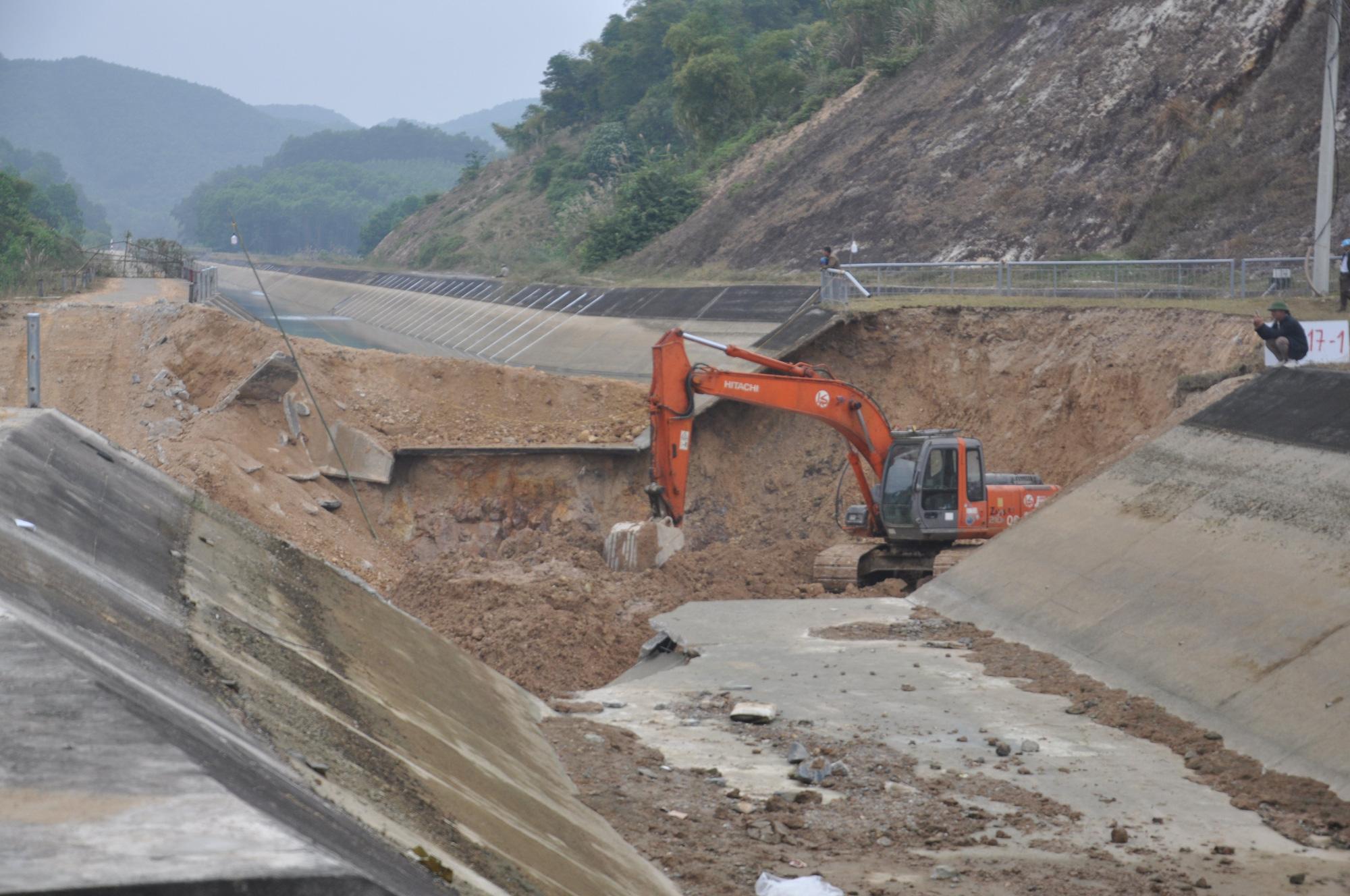 Cận cảnh sự cố vỡ kênh Bắc sông Chu - Nam sông Mã ở Thanh Hóa - Ảnh 1.