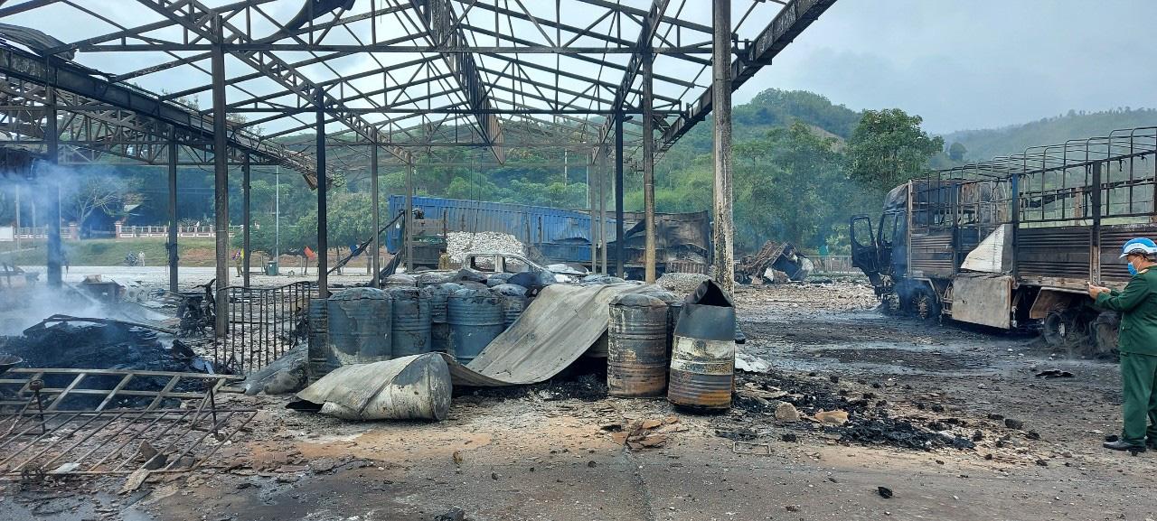 Xe chở pháo ở Lào phát nổ 2 người chết, 4 người Việt bị thương - Ảnh 3.