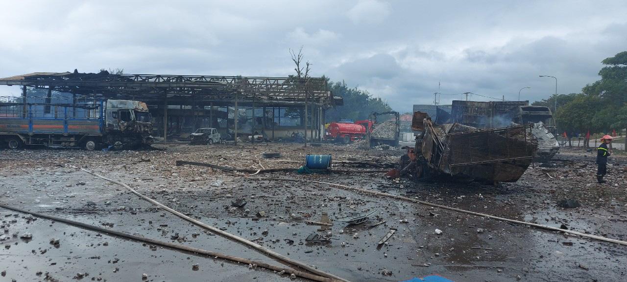 Xe chở pháo ở Lào phát nổ 2 người chết, 4 người Việt bị thương - Ảnh 2.