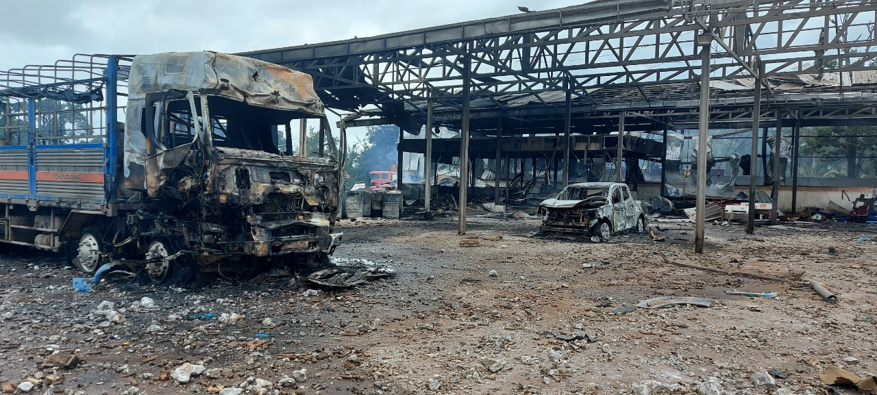Xe chở pháo ở Lào phát nổ 2 người chết, 4 người Việt bị thương - Ảnh 1.