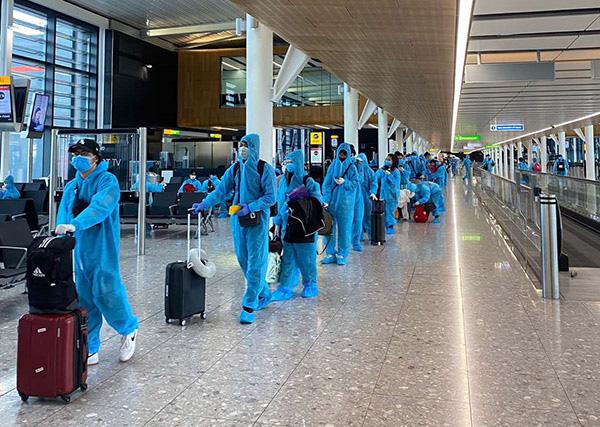 Cần trừng trị hành vi trục lợi tiêu cực từ các chuyến bay nhân đạo - Ảnh 1.