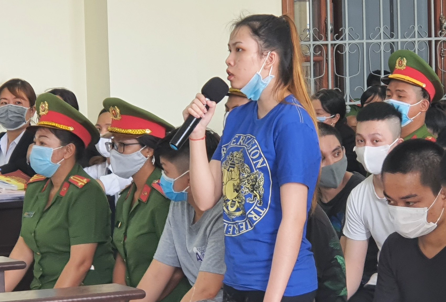 Cô gái 18 tuổi cầm đầu nhóm chém người ở Cần Thơ - Ảnh 1.