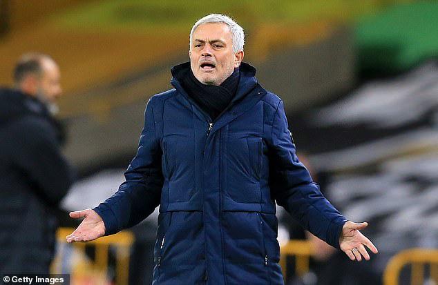 Mourinho ngán ngẩm cách làm việc của BTC Premier League.