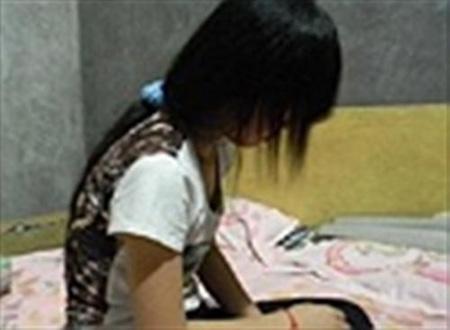Cà Mau: Bé gái 11 tuổi kể với mẹ có quan hệ tình dục với nhiều thanh niên - Ảnh 1.