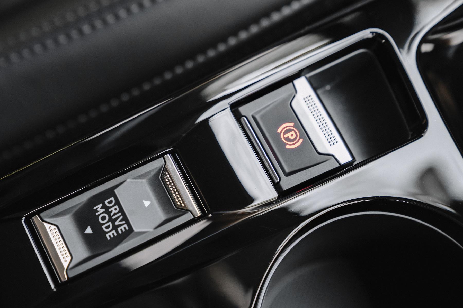 Hệ thống hỗ trợ lái xe ADAS trên Peugeot 2008 có gì đặc biệt? - Ảnh 3.