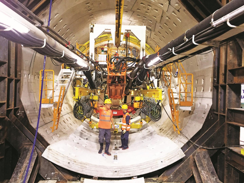 Hà Nội: Lắp ráp tấm khiên đào khổng lồ 60 tấn, thi công hầm tuyến đường sắt Nhổn - Ga Hà Nội - Ảnh 3.