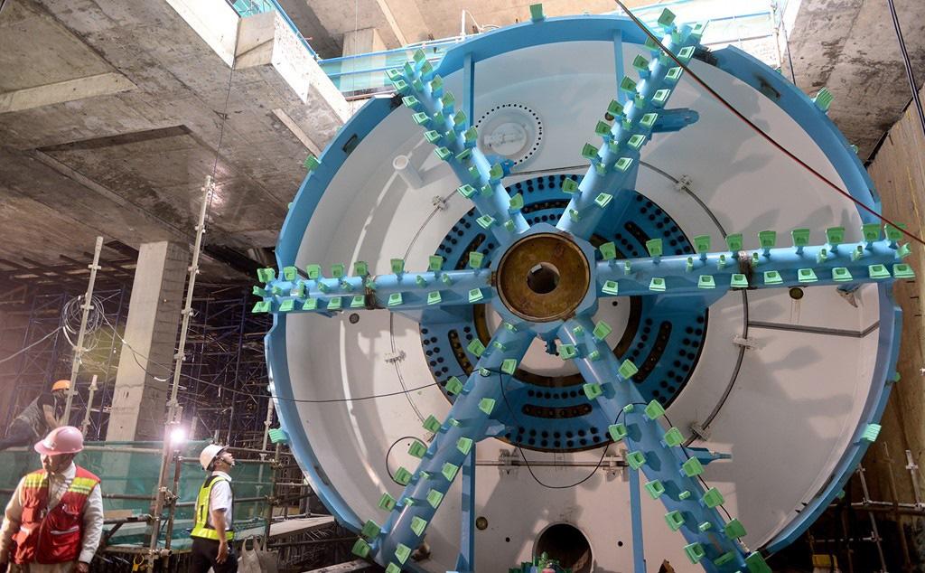 Hà Nội: Lắp ráp tấm khiên đào khổng lồ 60 tấn, thi công hầm tuyến đường sắt Nhổn - Ga Hà Nội - Ảnh 2.