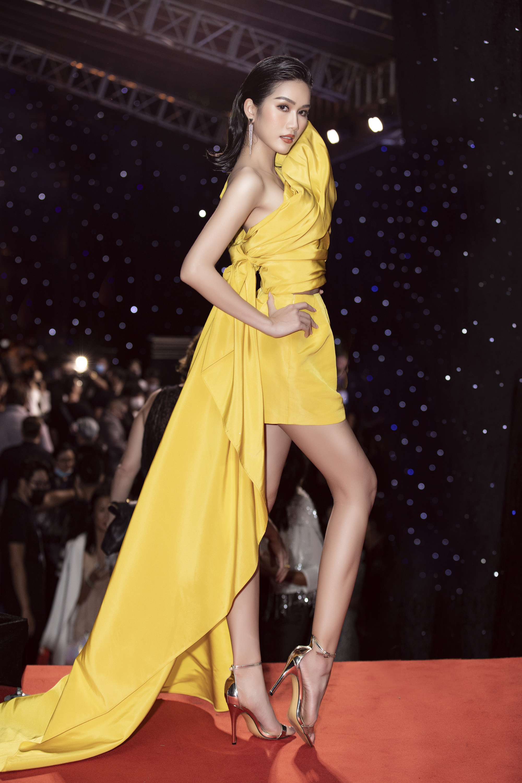 """Trần Tiểu Vy, """"mỹ nhân Cao Bằng chân dài 1m22""""... gây """"sốt"""" nhờ váy gợi cảm đẹp tựa nữ thần  - Ảnh 10."""