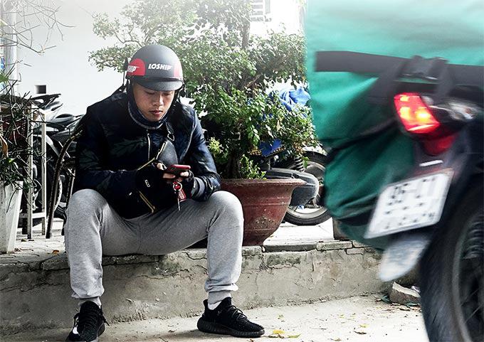 Cựu tuyển thủ U18 Việt Nam chạy xe công nghệ đầu quân cho Phố Hiến - Ảnh 1.
