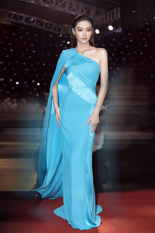 """Trần Tiểu Vy, """"mỹ nhân Cao Bằng chân dài 1m22""""... gây """"sốt"""" nhờ váy gợi cảm đẹp tựa nữ thần  - Ảnh 2."""