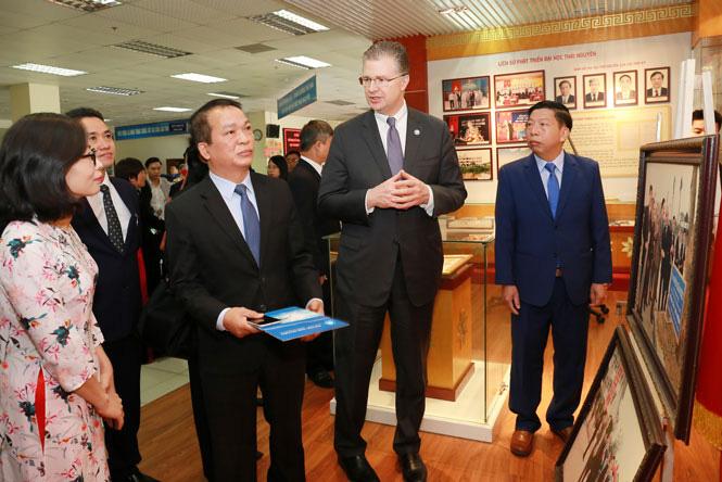 Đại sứ Hoa Kỳ tại Việt Nam thăm và làm việc với Thái Nguyên   - Ảnh 2.